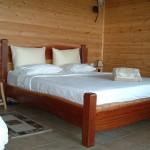מיטות זוגיות מעץ מלא