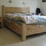 מיטה מעץ מלא