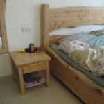 חדר שינה - מיטה שידה ומראה