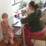 שולחן התפירה שלי, והעוזרת הקטנה שלי.